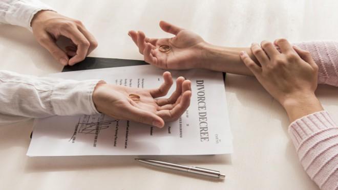 Thắc mắc vợ chồng không hợp nhau có nên ly hôn hay không?